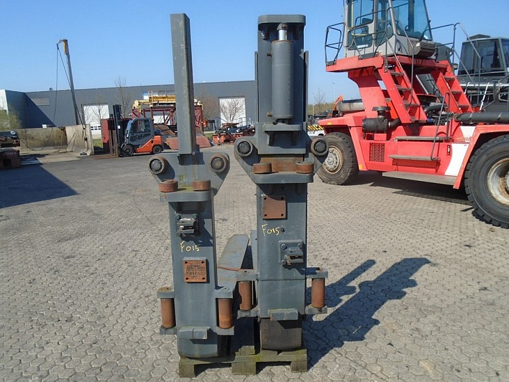 FORK Fitted with Rolls ,Single Fork Leveller 14000kg@1200mm / 2500x250x85mm 2
